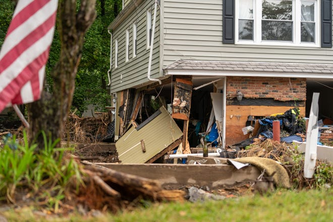 FEMA experts are available in Middlesex Borough to offer tips on home repairs and improvements to avoid future damage from disasters.