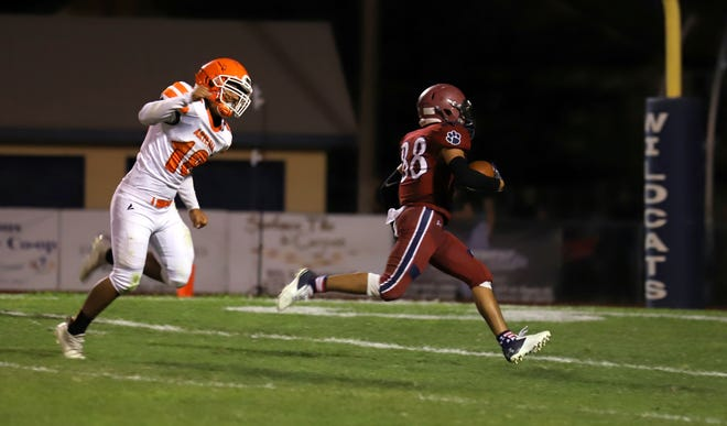 Junior wide out Fabian Reyna (88) breaks free for a touchdown reception during Friday's 42-35 loss to the Artesia Bulldogs.