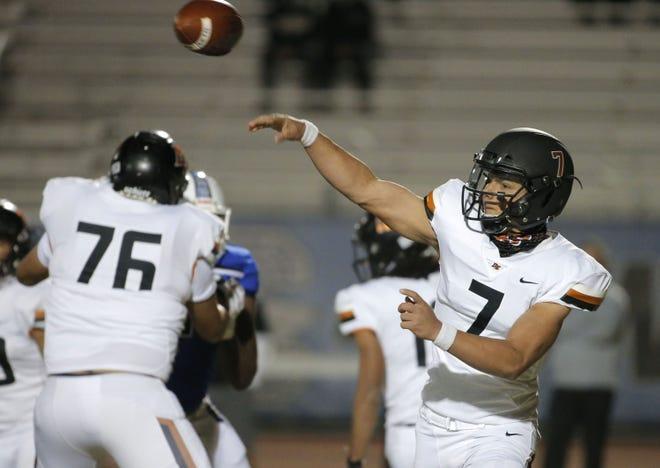 Desert Edge High School quarterback Adryan Lara (7) passes during a playoff game against Chandler High School on November 27, 2020.