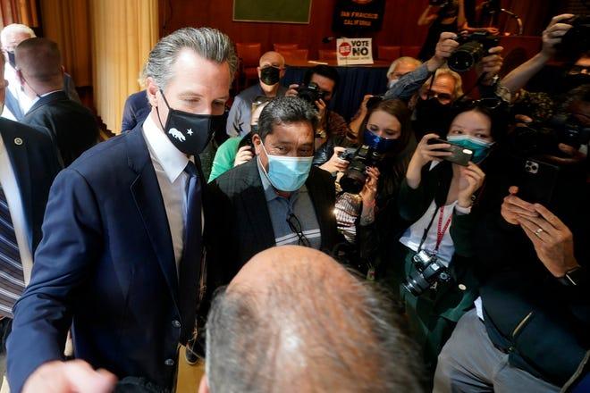 El gobernador Gavin Newsom ha firmado un paquete de leyes para abordar la crisis de la vivienda en California. El 14 de septiembre de 2021 los votantes decidieron mantenerlo en el cargo al rechazar la revocatoria.