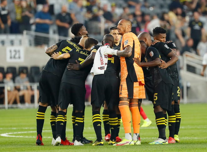 Columbus Crew players huddle up around goalkeeper Eloy Room (1) prior to the MLS soccer game against the New York Red Bulls at Lower.com Field in Columbus on Tuesday, Sept. 14, 2021.