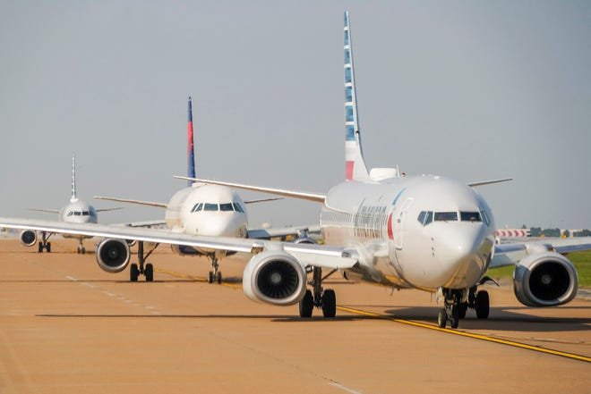 Federal bag fee data show airline passengers paid more in 2020 on fees.
