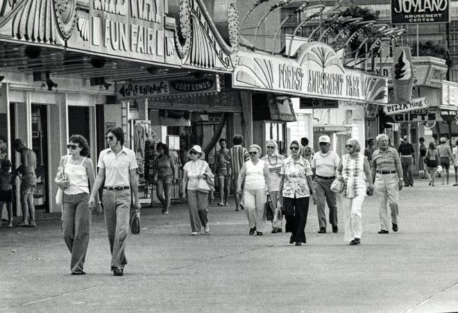 Boardwalk crowds stroll by the arcades in 1979.