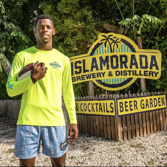 FAU quarterback N'Kosi Perry has signed a name, image, likeness deal with Islamorada Beer. Photo by Brian Burkard