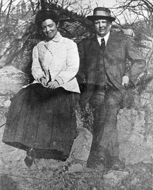 William S. Porter and his wife, Sara, honeymoon at the Mountain Park Hotel in Madison County in 1907.