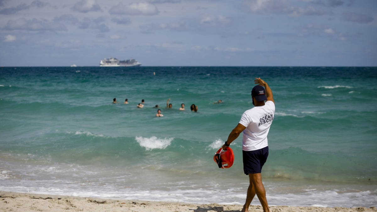 If you haven't booked holiday travel yet, you're already late 2