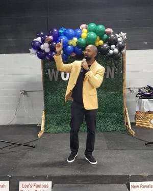 Charles Woodson speaks at Journey's during his visit to Fremont.