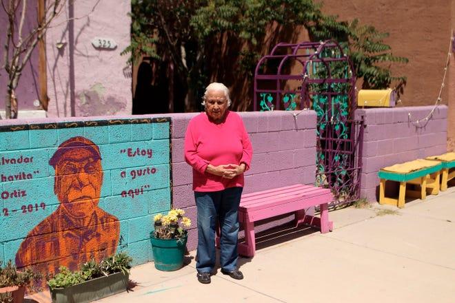 """Fotografía de archivo donde aparece Antonia Morales """"Doña Toñita"""" mientras posa para Efe en Duranguito, el barrio latino más antiguo de la ciudad de El Paso (Texas)."""