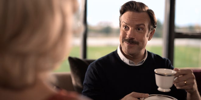 """Jason Sudeikis trong vai Ted Lasso trong Phần 1 của """"Ted Lasso."""""""