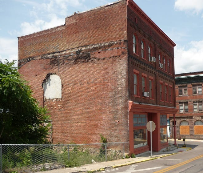 The mural to be placed on the wall of the Piedmont Library has been put on hold as the mayor and council rejected the eight proposals presented on Wednesday by Highland Arts Unlimited.