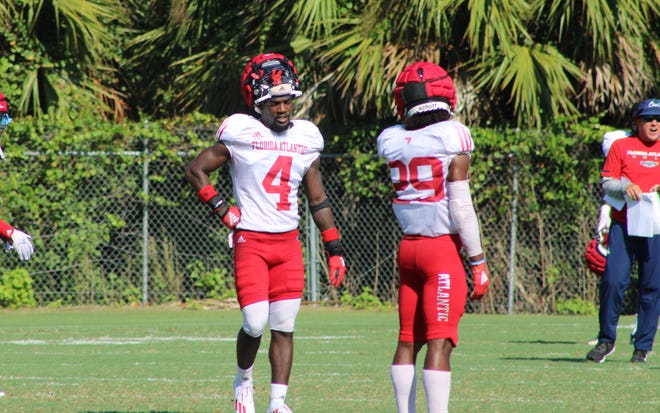 Florida Atlantic safety Teja Young (4) and Korel Smith (29) during an FAU football practice on Sept. 15, 2021.