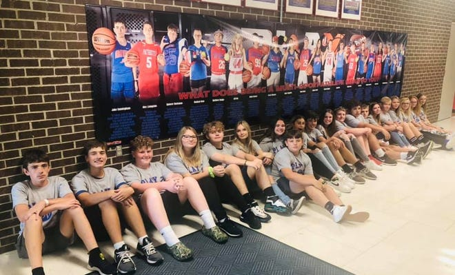 Owen Valley Middle School recently announced the student-athletes featured on its 2021 Play2 poster. To qualify as a Play2 athlete, 7th grade students must play two or more sports, maintain good grades, and have no major behavior referrals for the entire school year.  Out of the 29 student-athletes that qualified, 20 were randomly selected at our 2021 spring sports banquet to appear on our Play2 poster for their 8th grade year. Congrats to all of them and big thanks to Bex Photography for the amazing 20-foot long poster!! Play2 Poster Athletes, from left, include:  Jake Cunningham, Alex Livingston, Spencer Buchanan, Madisyn DeanMatthew Hodge, Lilli Hoy, Nolan Gonser, Grace Mascoe, Claire Paquette, Sean Goss, Mallory Owen, Bryson Cooper, Dylan Hale, Kolby Brown, Cammie King, Haiden Hammond, Madi Amick, Lizzy Hogan, Jewelia Allen and Makynlee Bonds.
