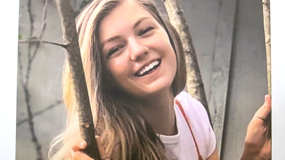 Gabby Petito missing woman case: <b>Social</b> media reaction, tweets spawn TikTok true crime ... thumbnail