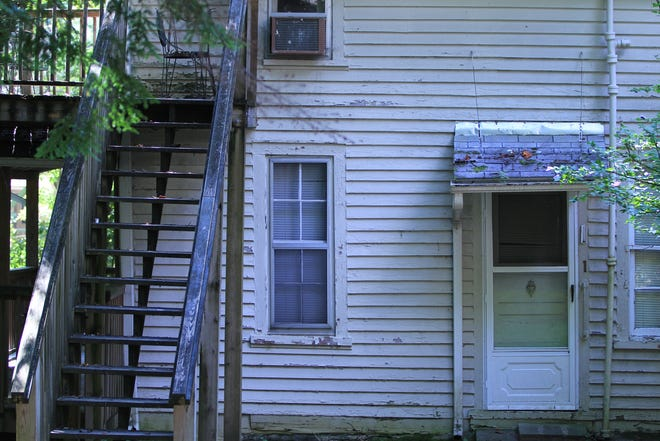 The MRA plans to replace the old and dilapidated apartments with a new and larger lodge.