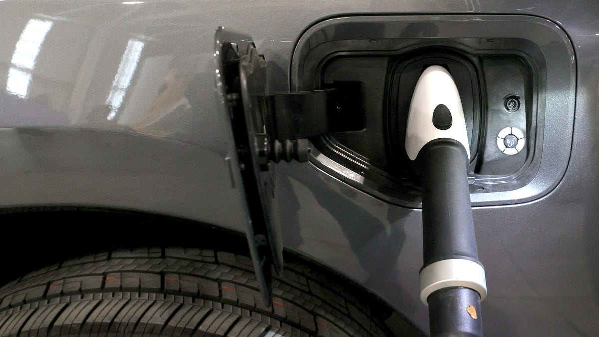 Electric car vs. gas cost: How charging, fuel prices affect comparison