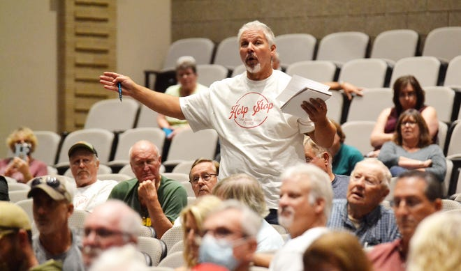 An opponent of the proposed solar farm in the town of Morgan speaks during an informational meeting on the project Wednesday night (Sept. 15) at Oconto Falls High School.