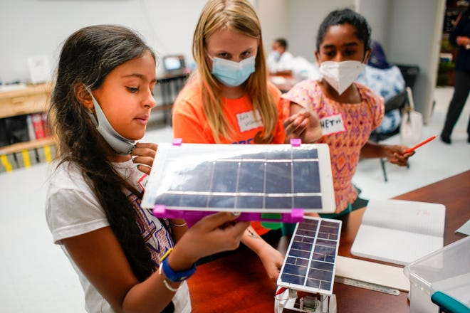 Aanya Dhawan, left, 11, examines a solar powered car during a 4-H Junior Solar Sprint class at the UT Williamson County Extension in Franklin, Tenn., Wednesday, Sept. 15, 2021.