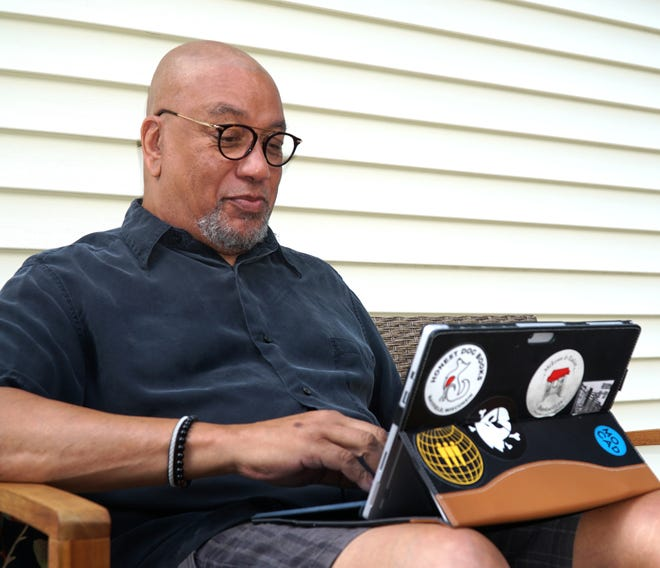 Farmington Hills author Steve Mack Jones has written a series of books on the character August Snow - a Detroit police officer.