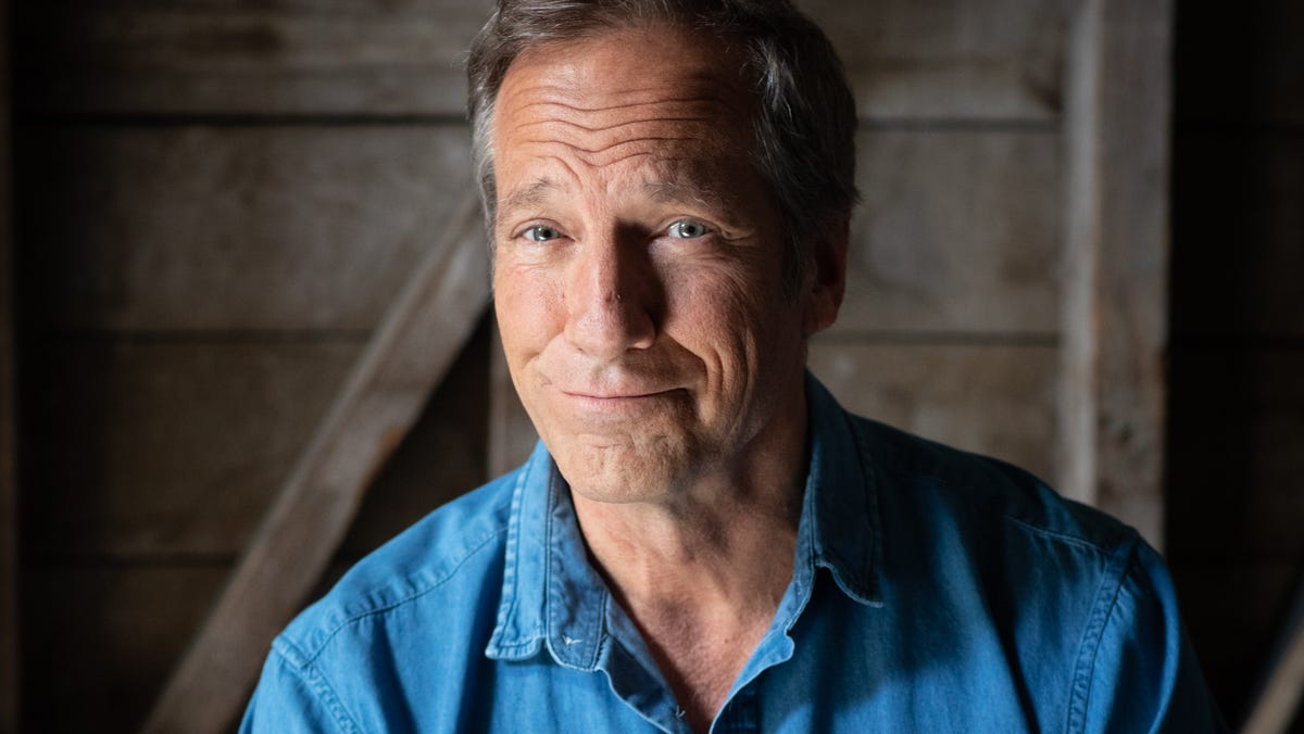 'Dirty Jobs' host Mike Rowe stays out of the sewer showing gritty jobs for 'How America Works'