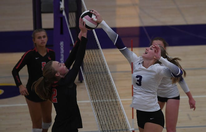 Nevada middle hitter Shelbi Hazlitt (right) and Roland Story's Reagan Faber battle to see who can get the ball over the net during the first set of the HOIC rivalry game between the Cubs and Norse Thursday in Nevada. Hazlitt had a huge match for Nevada, but Roland-Story won in five sets.