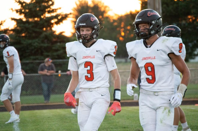Athlete of the Week Winner Curtis Knapp (#9) and fellow receiver Brady Wright (#3)