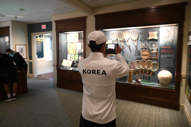 10일 국제테니스명예의 전당에서 한국대표 선수가 기념촬영을 하고 있다.