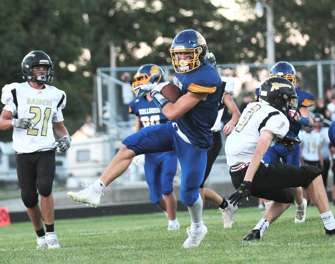 Braylen Wyckoff and the Centreville Bulldogs are up to No. 7 in the Division 8 AP football rankings this week.