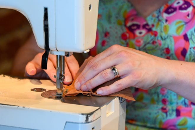 La biblioteca de la ciudad de Milford ahora tiene una máquina de coser entre la biblioteca de cosas para pedir prestado.