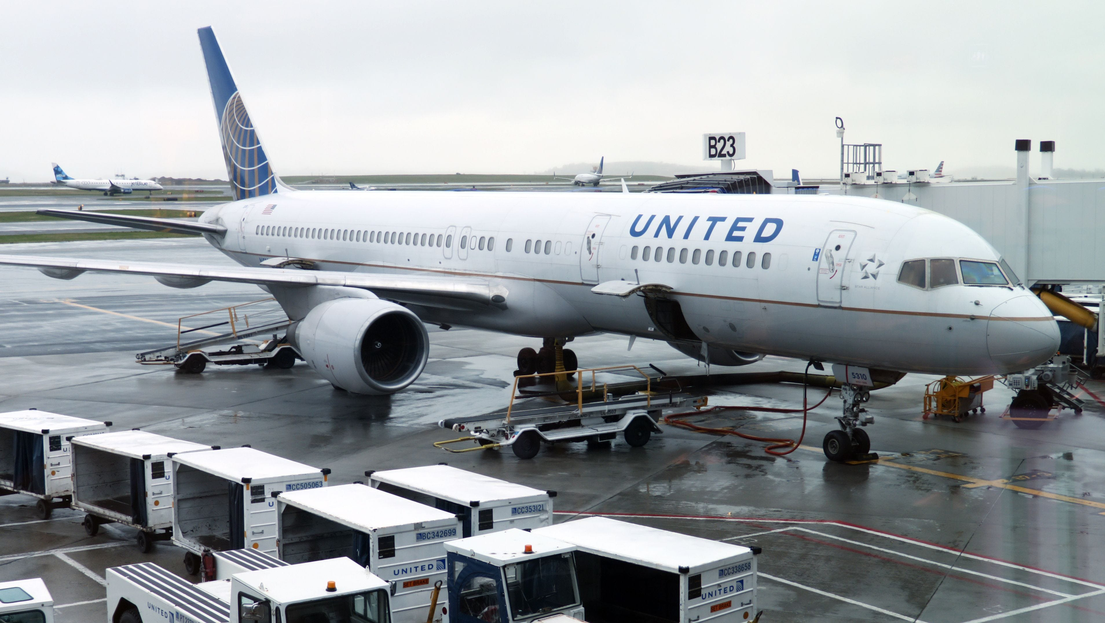 United Airlines resuming normal operations after all US, Canada flights briefly halted