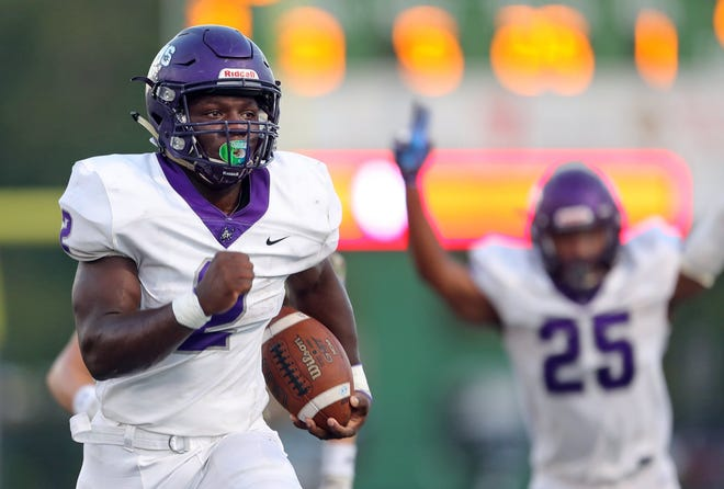 Barberton running back Cameron Macon runs for one of his four touchdowns in the Magics' 28-21 win over Highland on Friday night. [Jeff Lange/Beacon Journal]