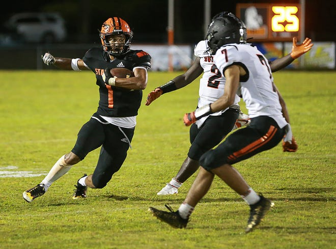 Southwest's Donovan Strader had an 85-yard touchdown reception to close the second quarter Friday night.