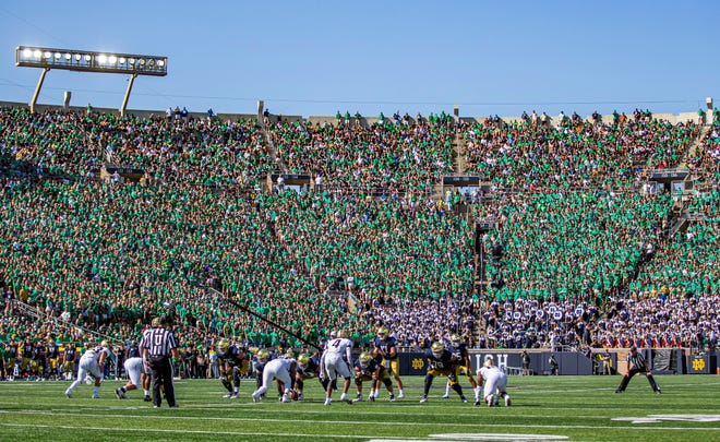 Notre Dame's Jack Coan (17) at quarterback during the Notre Dame vs. Purdue NCAA football game Saturday, Sept. 18, 2021 at Notre Dame Stadium in South Bend.