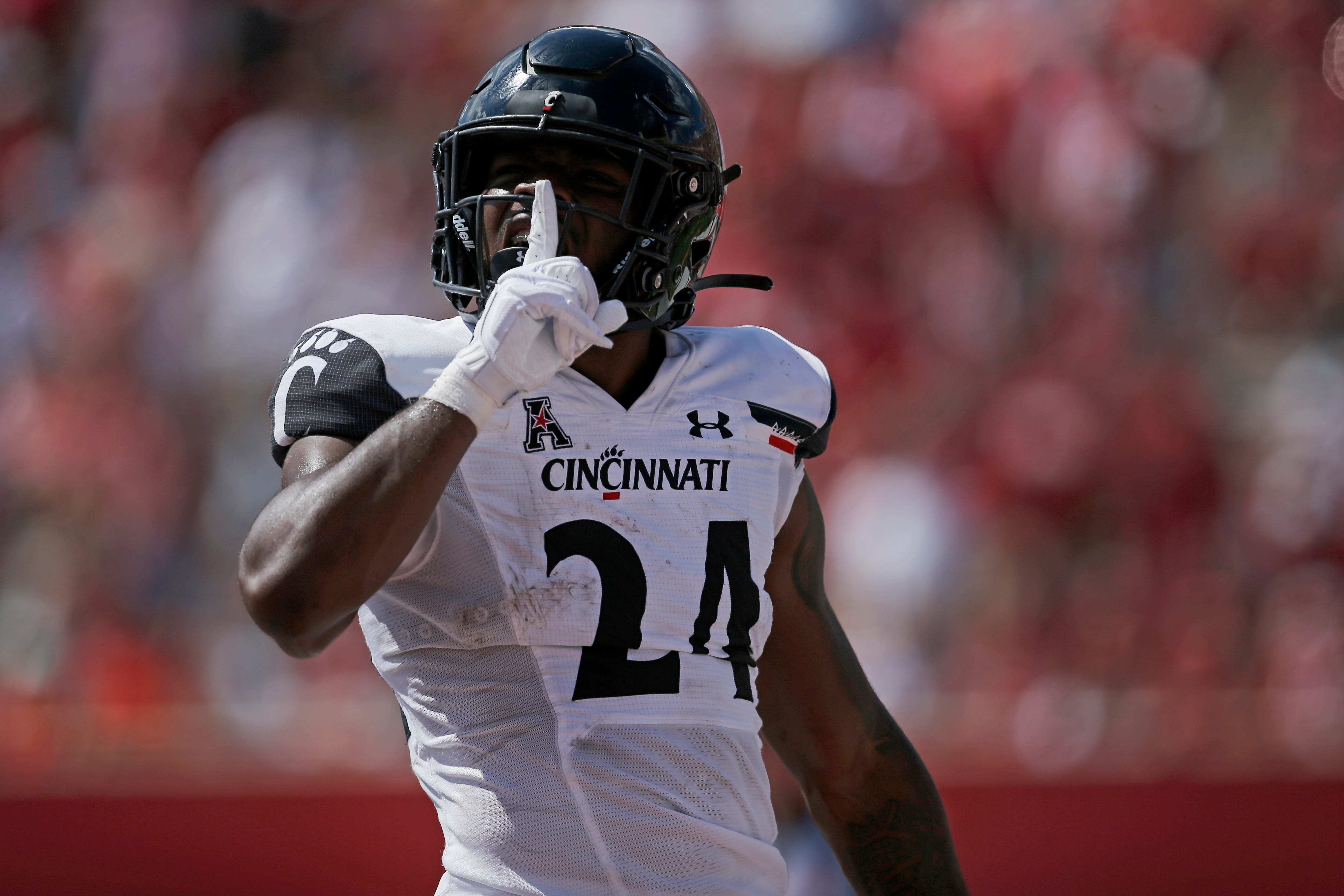 Follow live: No. 2 Cincinnati looks to stay unbeaten, capture first-ever win at Navy