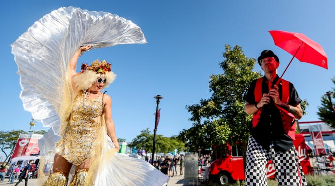 Two performers engage with the Summerfest crowd prior to the parade on the last day of the festival Saturday, Sept. 18, 2021, in Milwaukee. Ebony Cox / Milwaukee Journal Sentinel