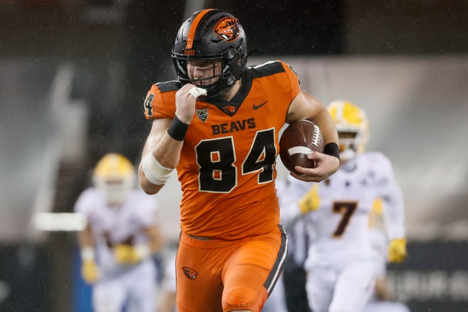 Dec 19, 2020; Corvallis, Oregon, USA; Oregon State Beavers tight end Teagan Quitoriano (84) runs after a catch during the second half against the Arizona State Sun Devils at Reser Stadium. Mandatory Credit: Soobum Im-USA TODAY Sports