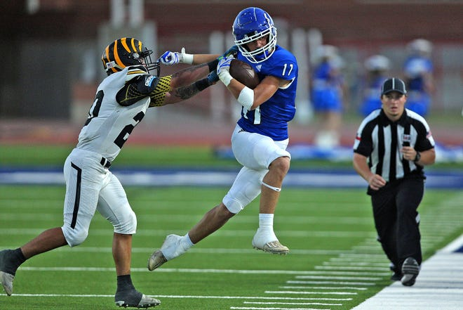 Jason Anderson (17) rushes the ball for Lake View during a game against Snyder at San Angelo Stadium on Friday, Sept. 17, 2021.