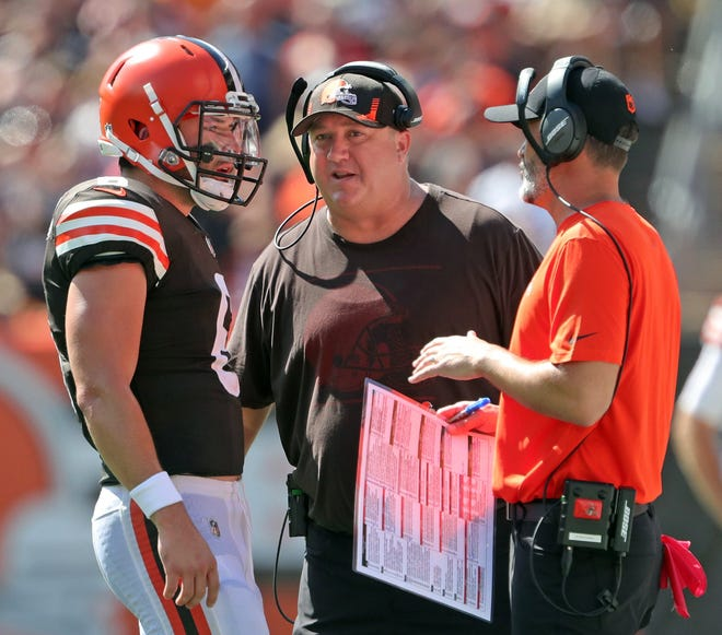 Cleveland Browns quarterback Baker Mayfield (6) meets with Cleveland Browns offensive coordinator Alex Van Pelt, center, and Cleveland Browns head coach Kevin Stefanski during the first half of an NFL football game against the Houston Texans, Sunday, Sept. 19, 2021, in Cleveland, Ohio. [Jeff Lange/Beacon Journal]