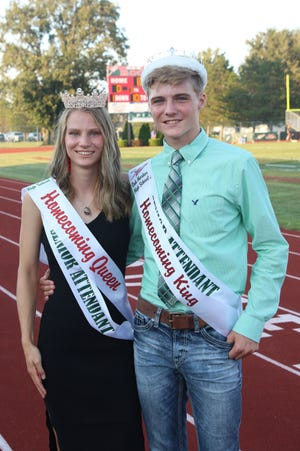 Oak Harbor's Amelia Mizelle and Nicholas Dewitz were crowned 2021 Homecoming Queen and King.