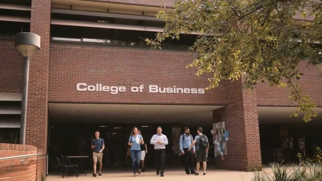 Additionally, the College of Business received Top 20 honors among public schools with Marketing ranking No. 17 and Management Information Systems ranking No. 16, as well as Top 25 placement with Management at No. 22 and Accounting at No. 24.