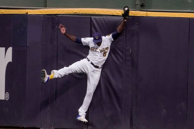 Lorenzo Cain hits the wall as he catches a long fly ball hit by Willson Contreras of the Cubs during the second inning Saturday.