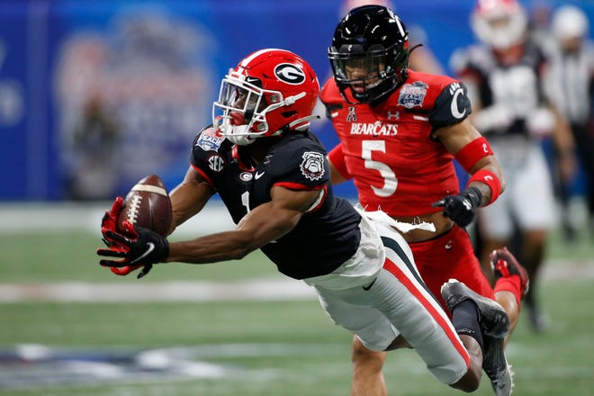 Jan 1, 2021; Atlanta, GA, USA; Georgia wide receiver George Pickens (1) brings in a pass from quarterback JT Daniels (18) for a catch during the first half of the Peach Bowl NCAA college football game between Georgia and Cincinnati at Mercedes-Benz Stadium in Atlanta., on Saturday, Jan. 1, 2021. Joshua L. Jones-USA TODAY NETWORK