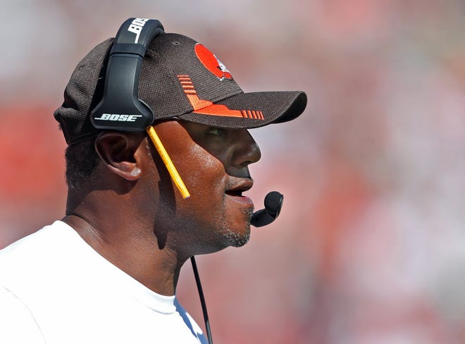 Browns defensive coordinator Joe Woods said he sees improvement in the defense and expects the improvement to continue. [Jeff Lange/Beacon Journal]