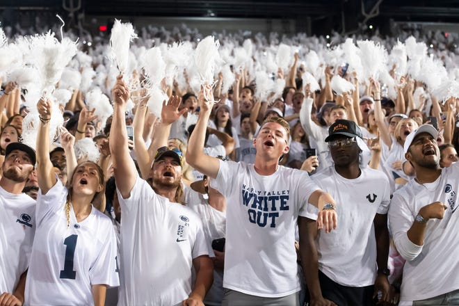 """Penn State students sing along to """"Sweet Caroline"""" during the fourth quarter against Auburn at Beaver Stadium on Saturday, Sept. 18, 2021, in State College.  Hes Dr 091821 Pennstate 44"""