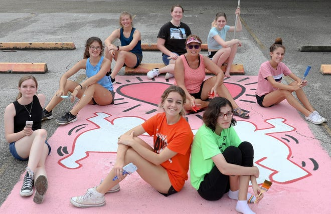 NAHS members from L-R are Secretary Noelle Prouty, President Madeleine Harwell, Presley Gaberseck, Delalyla Kurbanova, Sadie Thayer, Lainey Natherson. (C) Sarasota High School Art Department Chair and Art and Photography Teacher and NAHS Advisor Debra Markley. Center Front (L) Olivia Zilleckis and (R) Nela Pawluczuk.