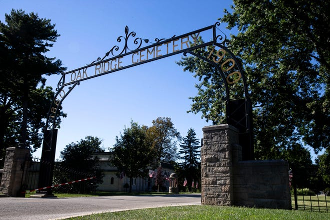 Learn about some of the oldest trees in the area this Saturday afternoon during the seventh annual Tree Tour at Oak Ridge Cemetery. [Justin L. Fowler/The State Journal-Register]