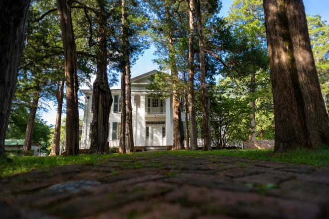 FREE HORROR 8f9a8b5c-f772-4d4a-bb72-df873dd2d995-Rowan_Oak_-5169 Best haunted and paranormal places to visit in Mississippi this fall