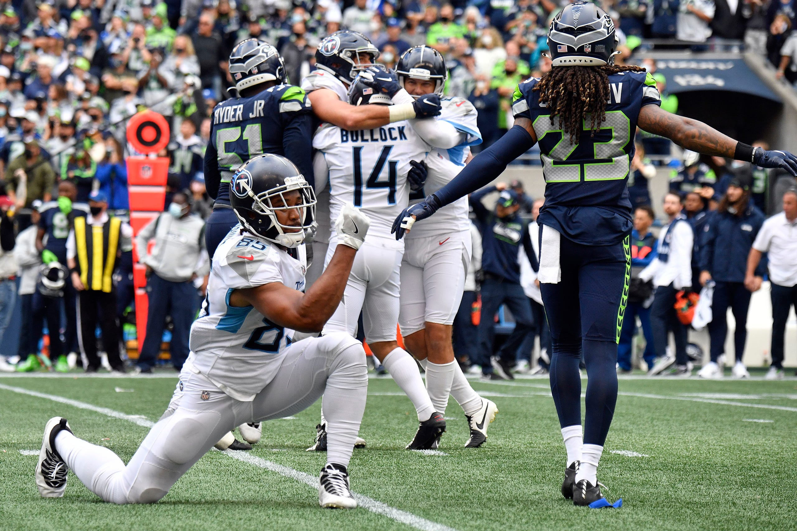 Tennessee Titans tight end MyCole Pruitt (85) celebrates  kicker Randy Bullock's (14) kick that won the game in overtime at Lumen Field Sunday, Sept. 19, 2021 in Seattle, Wash.