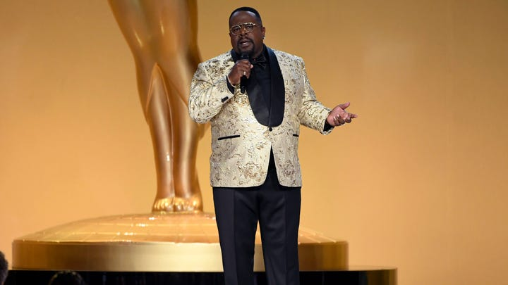 Cedric The Entertainer hosts the 73rd Emmy Awards.