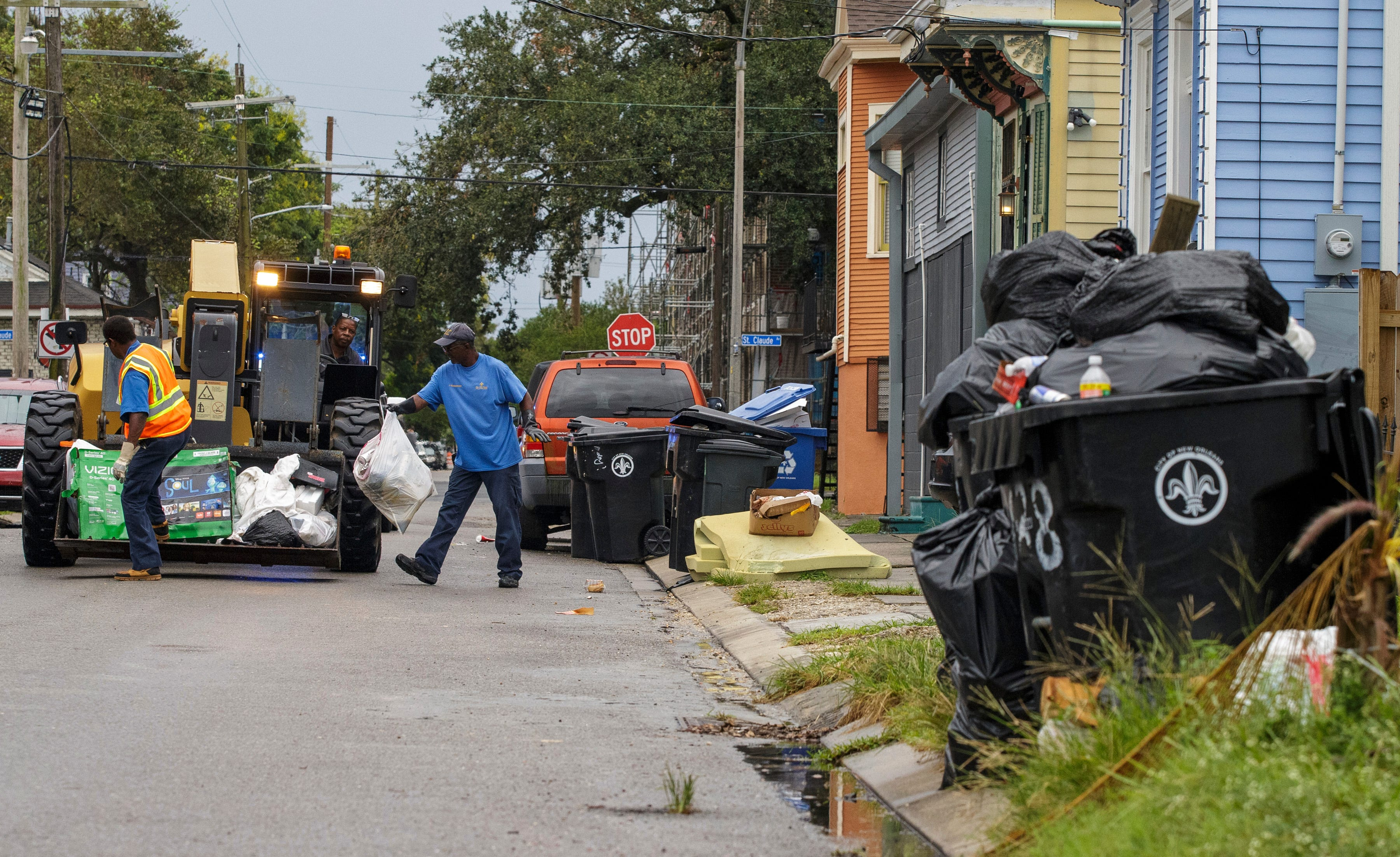 New Orleans garbage hasn t been collected for weeks. So, the residents threw a Trash Parade.