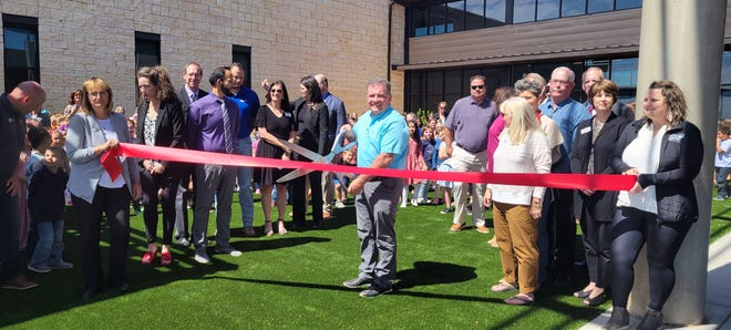 Bill Jenkins, President of CISD Board of Trustees cutting the ceremonial ribbon for the grand opening of Spring Canyon Elementary